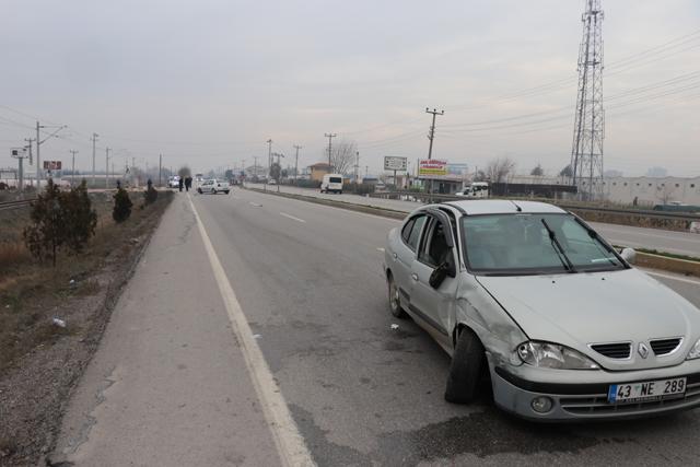 Akhisar'da Kaza; 2 otomobil kafa kafaya çarpıştı