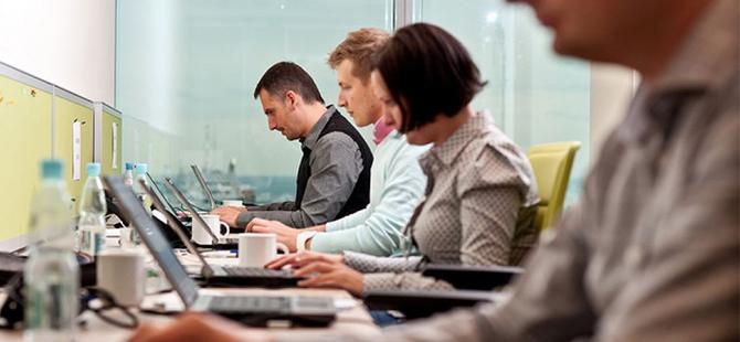Türkiye'de her dört kişiden biri haftada 60 saatin üzerinde çalışıyor