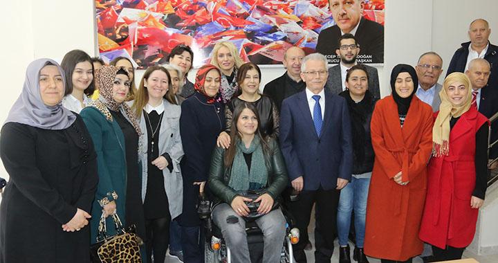 AK Parti Akhisar İlçe Teşkilatı Kadınlar Gününü kutladı