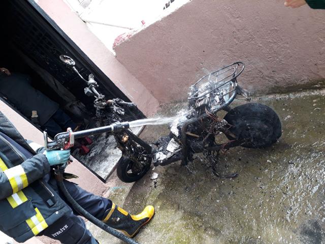 Elektrikli bisiklet yangını felakete dönüşmeden söndürüldü