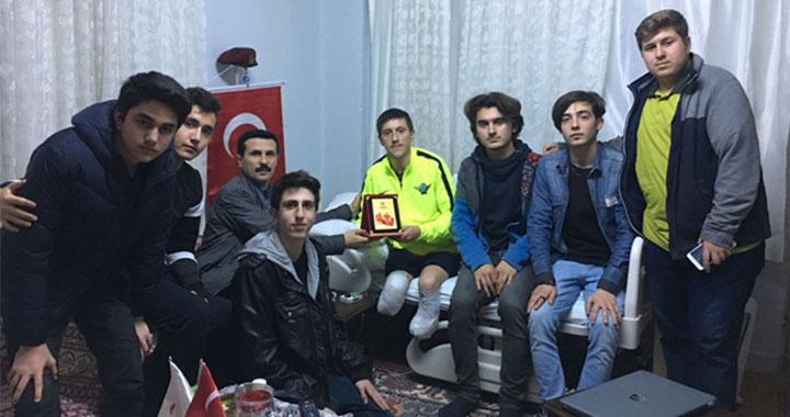 Akhisar Anadolu Gençlik'ten Afrin Gazisi Işık'a ziyaret