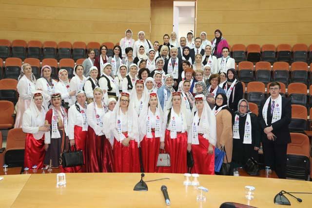 Akhisar Belediye Başkanı Salih Hızlı, Bosnalı kadınları konuk etti