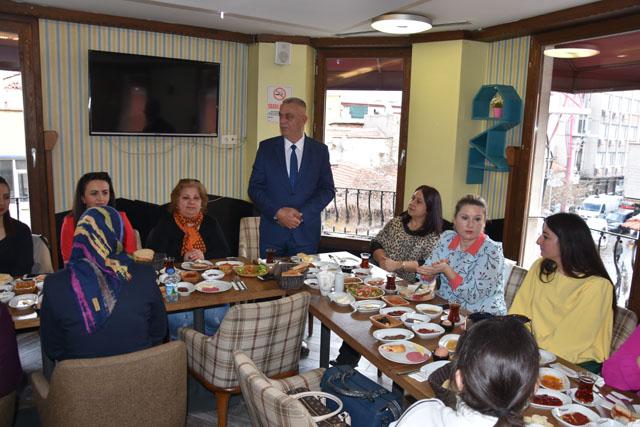 Esnaf Oda Başkanı Men, kadın üyeleriyle kahvaltıda buluştu