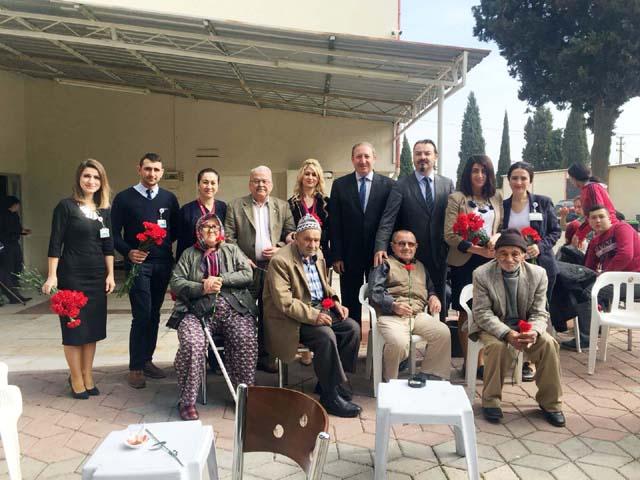 Özel Akhisar Hastanesi, Yaşlılar Haftasında Huzurevini ziyaret etti