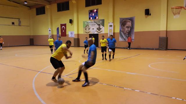 Hüseyin Çeçen ve Armağan Özeş Futsal turnuvasında yarı finalistler belli oldu