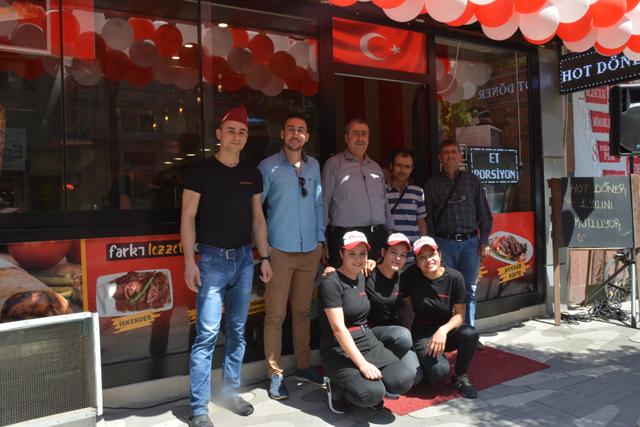 Akhisar'da Hot Döner birinci yılını kutluyor