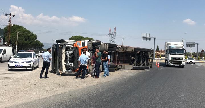 Akhisar'da tır kazası ucuz atlatıldı