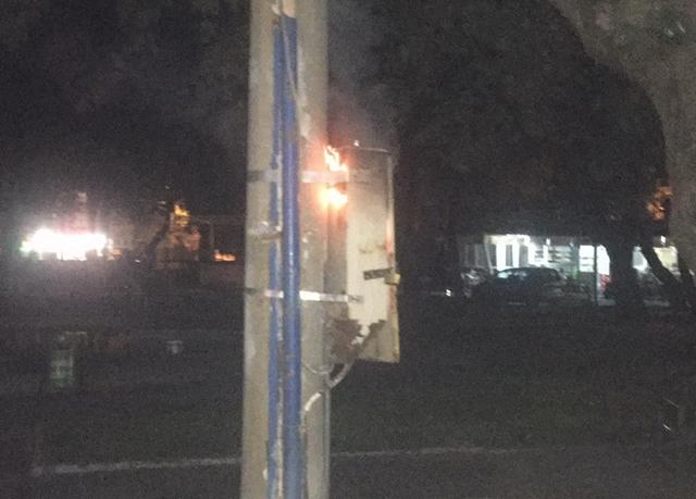 Akhisar'da elektrik trafosu cayır cayır yandı
