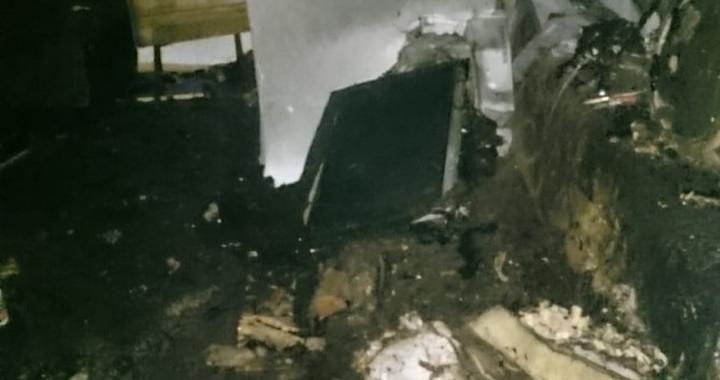Zeytinliova'da ev yanarak kül oldu