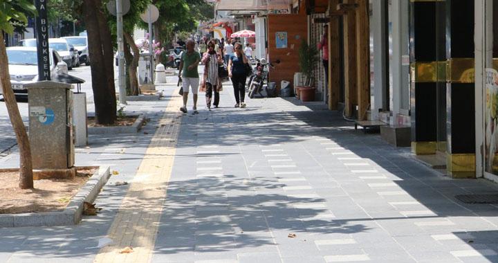 Akhisar'da Kaldırımlar Yayaların