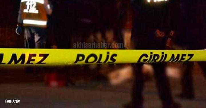 Akhisar'da 2 dünür silahları çekti