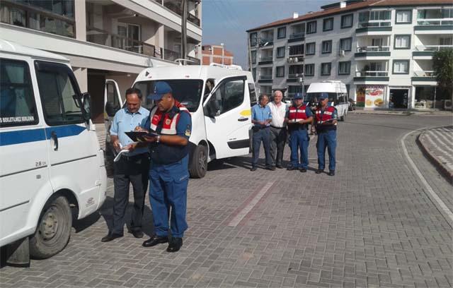 Akhisar'da öğrenci taşımacılığı yapan servis araçları denetlendi