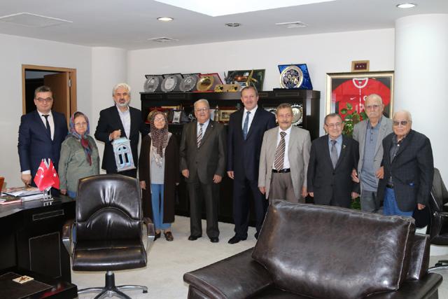 Akhisar Belediye Başkanı Salih Hızlı, huzurevi sakinlerini konuk etti