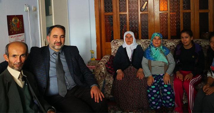 Akhisar'da Din Görevlileri 'Komşu' Projesiyle Evler Ziyaret Ediliyor
