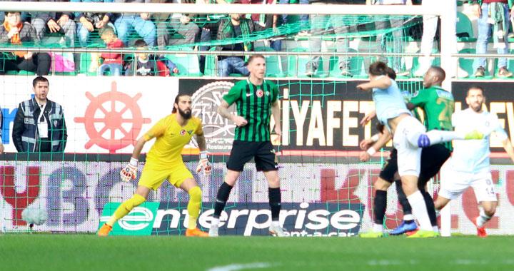 Akhisarspor, evinde Başakşehir'e 3-0 mağlup oldu
