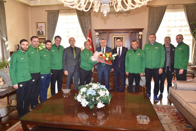 Vali Deniz, Akhisarspor futbol altyapı antrenörlerini ağırladı