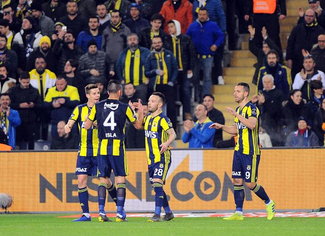 Fenerbahçe, Rizespor Karşısında Galibiyet Serisi Peşinde