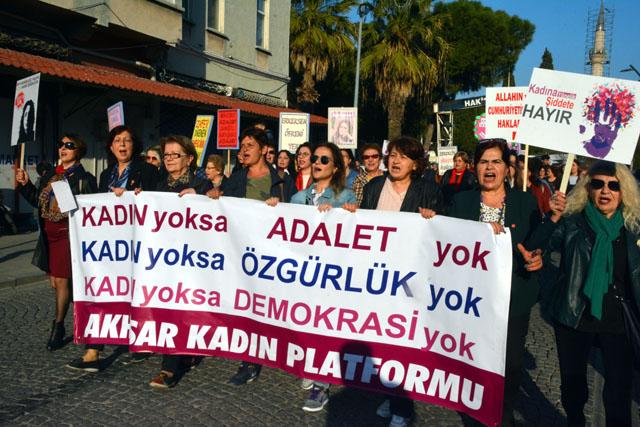 Akhisar Kadın Platformu, Dünya Emekçi Kadınlar Gününde yürüdü
