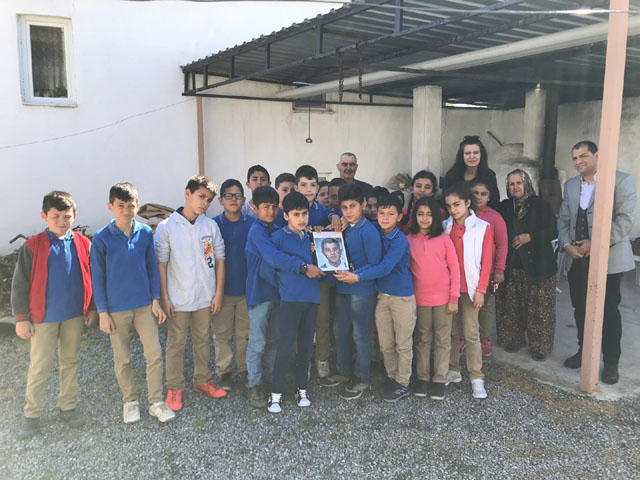 Beyoba İhsan Ünlü İlkokulu öğrencileri Şehit Fevzi Kıral'ın ailesini ziyaret etti