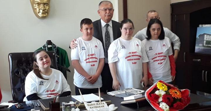 Down Sendromlu özel çocuklar protokol üyelerini ziyaret etti