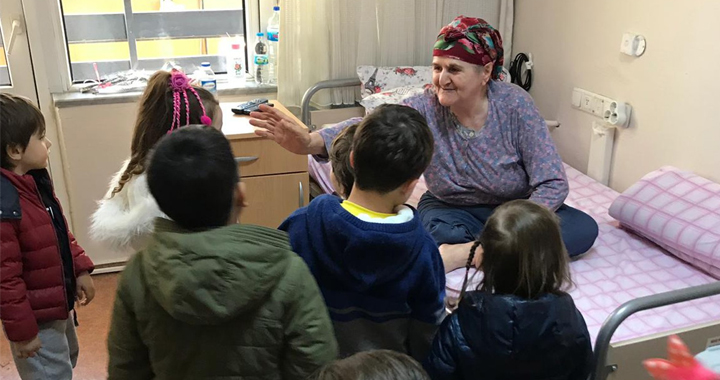 Küçük Mucitler, Yaşlılar Haftasında Huzurevini Ziyaret Etti