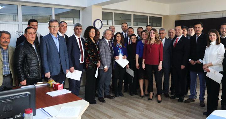 CHP Akhisar Belediye Meclis Üyelerini mazbatalarını aldılar