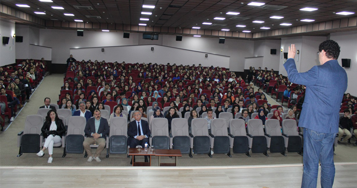 Bonus Hoca öğrencilere seminer verdi