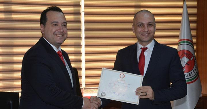 Akhisar Belediye Başkanı Besim Dutlulu, mazbatasını alarak göreve başladı