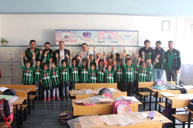 YSTD, Akhisarspor'un kuruluş yıldönümünde miniklere Akhisarspor forması hediye etti