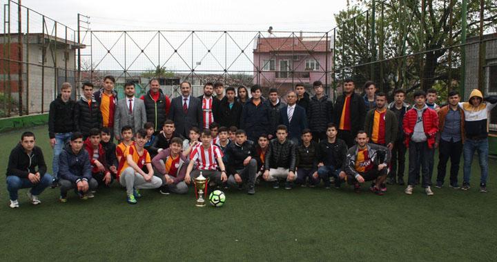 Zeytinliova Kur'an Kursu futbol turnuvasının galibi Galatasaray takımı oldu