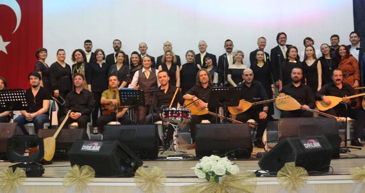 ASDER'in Türk Halk Müziği koro konseri dinleyenleri mest etti