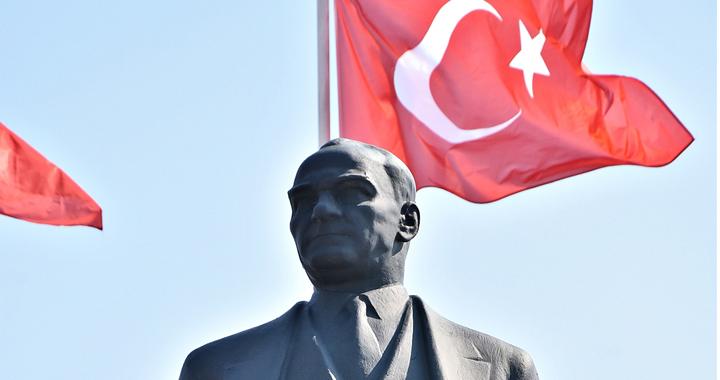 Başkan Dutlulu, 'Atatürk Anıtı'nı' yeniletiyor