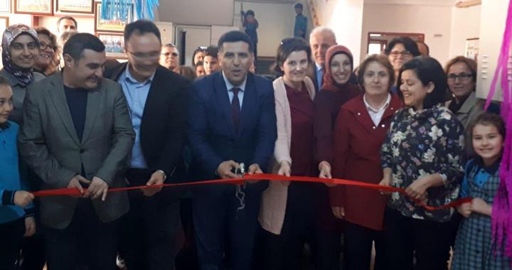 Türkiye'de çocuk olmak ulusal fotoğraf sergisi Misak-ı Milli İlkokulunda açıldı