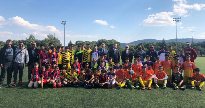 23 Nisan, okullar arası spor müsabakaları yapıldı