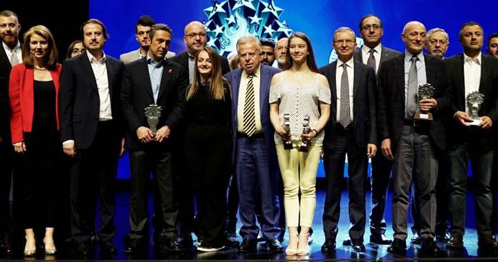 Akhisar'ın altın kızı Ayşe Begüm Onbaşı, Yılın Sporcusu ödülüne layık görüldü