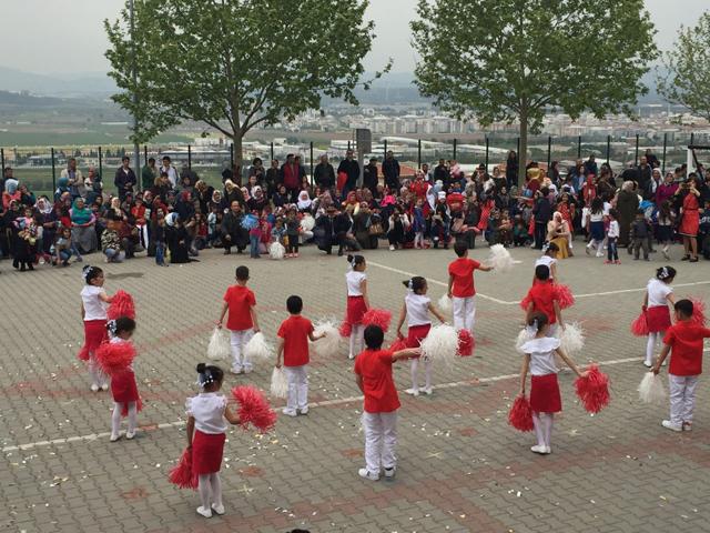 TOKİ Zeytinkent İlkokulunda 23 Nisan çocuk şenliği coşkusu