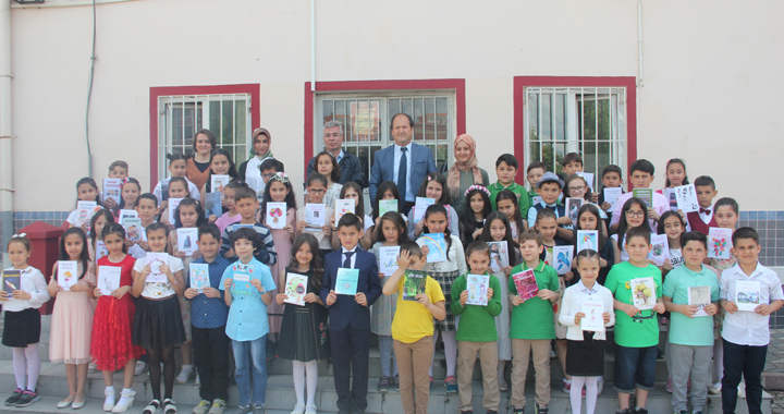 """A. Vehbi Bakırlıoğlu İlkokulu'nda """" Küçük Kalemler İmza Günü""""nün ikincisi düzenlendi"""