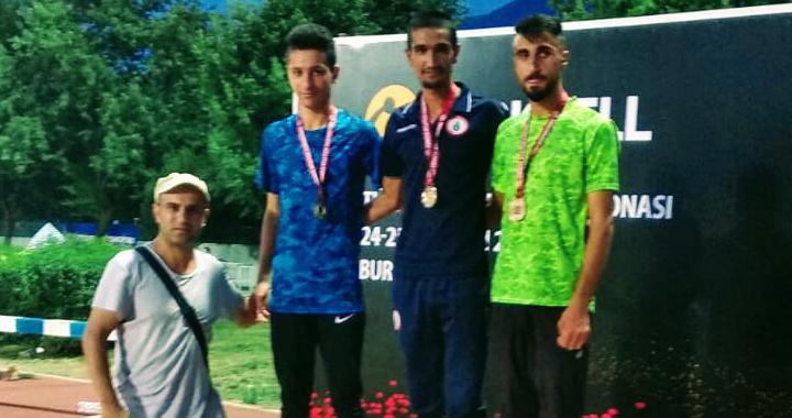 Bursa'da düzenlenen atletizm yarışmasından gümüş madalya ile döndüler
