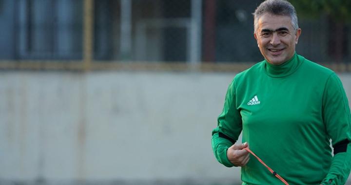Akhisarspor Teknik Direktörü Altıparmak, açıklamalarda bulundu