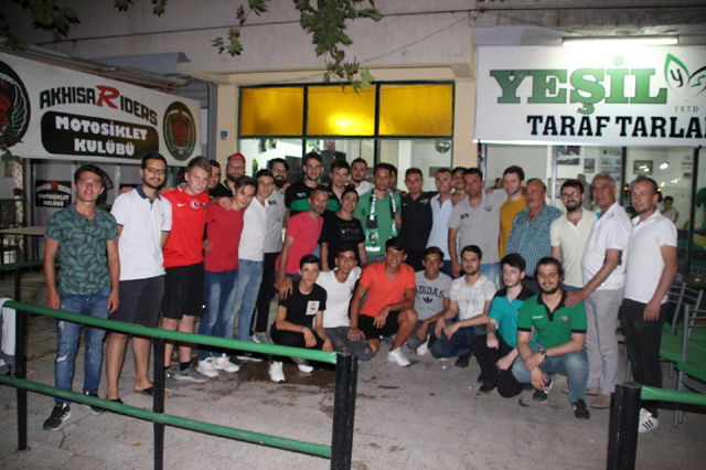 Akhisarspor taraftarlarından Cem Kavçak'a vefa!