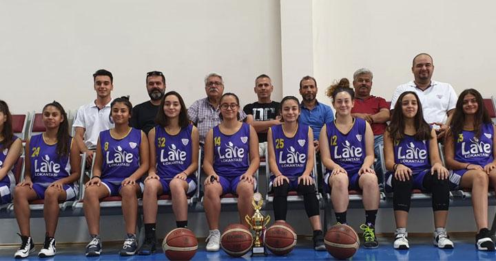 Akhisargücü Basketbol U-14 kız takımı kupasını aldı