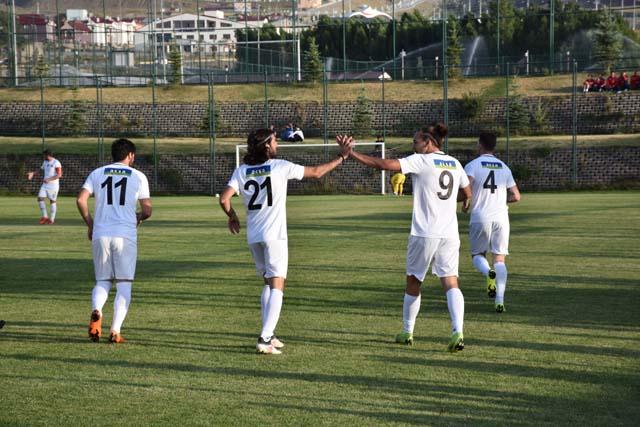 Akhisarspor gençleriyle güldü 2-1