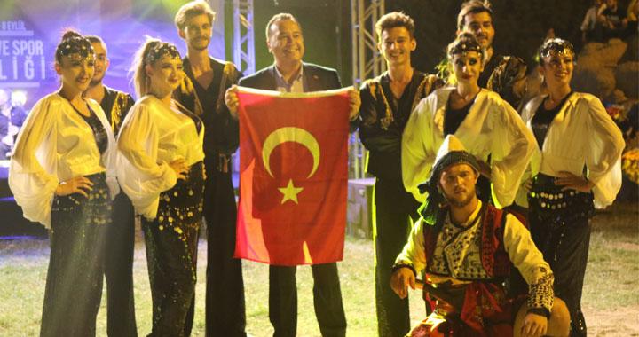 Kültür ve Spor Şenliğinde Balıkesirler gecesi çok renkli geçti