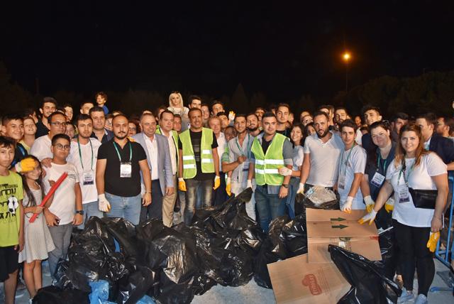 Haluk Levent Akhisar'da temizlik seferberliği başlattı