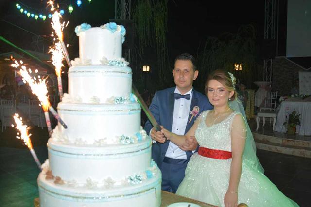 Muhteşem bir düğün ile dünya evine girdiler