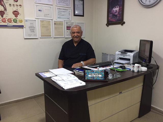 Akhisarlı Üroloji Profesörü Dr. Güven Sevin Akhisar'da hizmet vermeye başladı