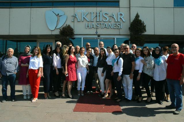 Hababam Sınıfı oyuncuları Özel Akhisar Hastanesini ziyaret etti