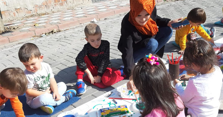 Ahenk Anaokulunda Sokakta Sanat etkinliği