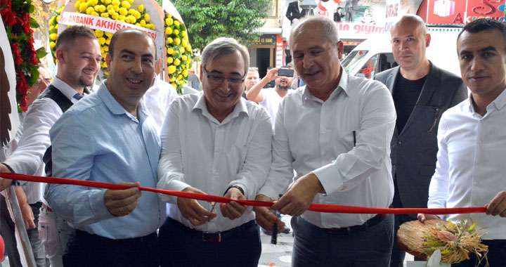 Selen Aksesuar ve Elektronik  5.ci şubesi açılışı yapıldı