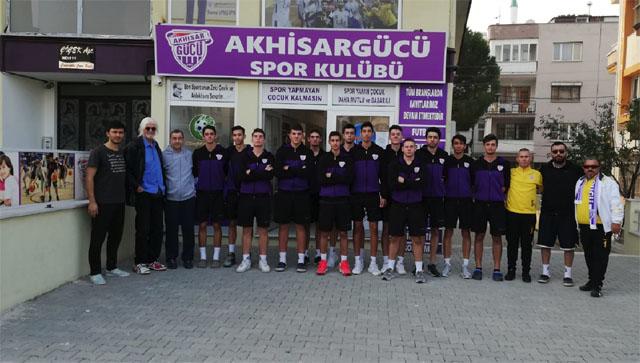 Akhisargücü, ligdeki ilk maçı için İstanbul'a gitti